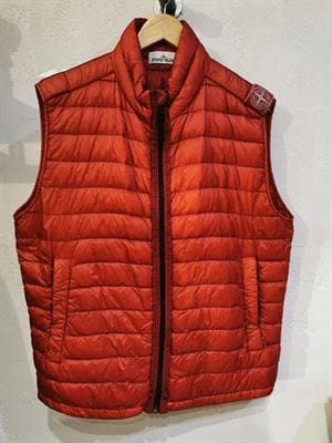 STONE ISLAND VINTAGE SLEEVELESS DOWN JACKET RED FRONT